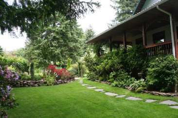 Caravan Pacific offers a variety of landscaping services.  We can make your yard look just as nice as this one!